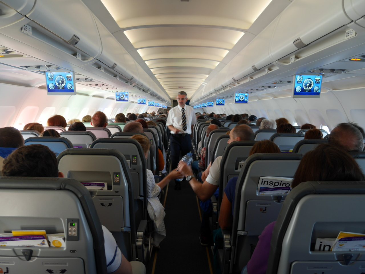 Vis ma vie d 39 h tesse de l 39 air avec thomas cook airlines for Avion jetairfly interieur
