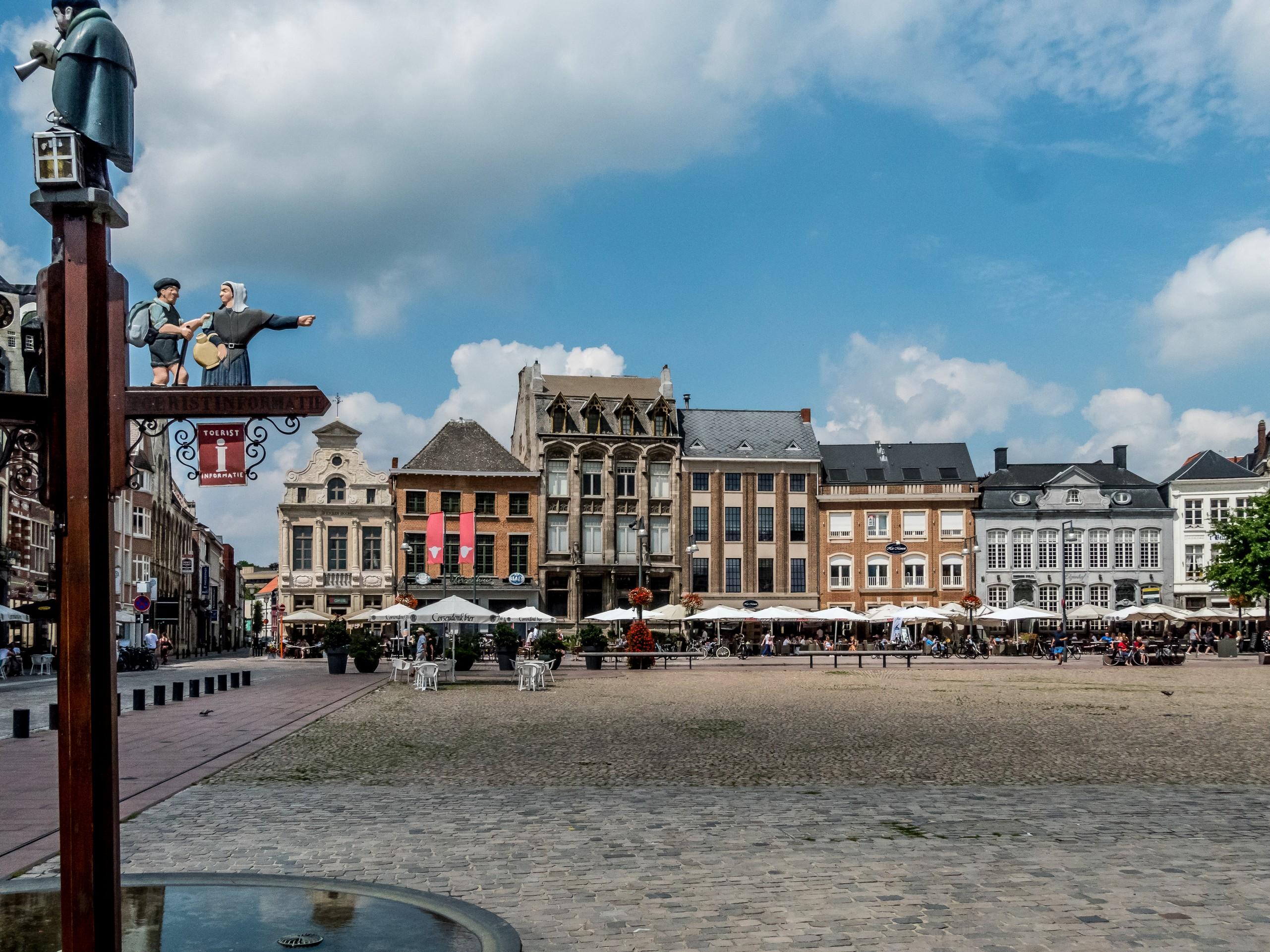 Grote Markt Lier, Visiter la Grand-Place de Lierre